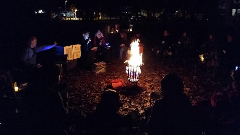 Lesung mit Lagerfeuer im Naturschaugarten